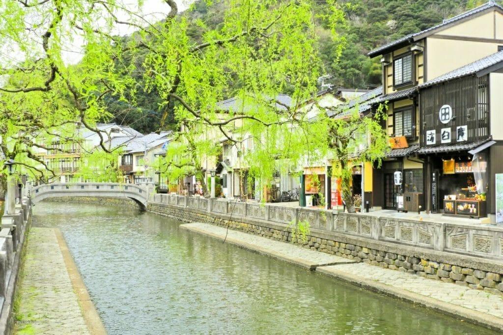 日本人なら!ミニマリストの癒しを体験。城崎温泉巡り