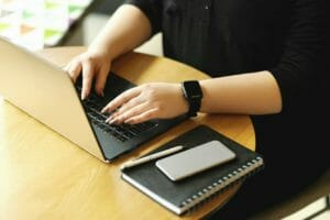 【ミニマリスト】ミニマリストはブログで稼げる?副業収入の方法
