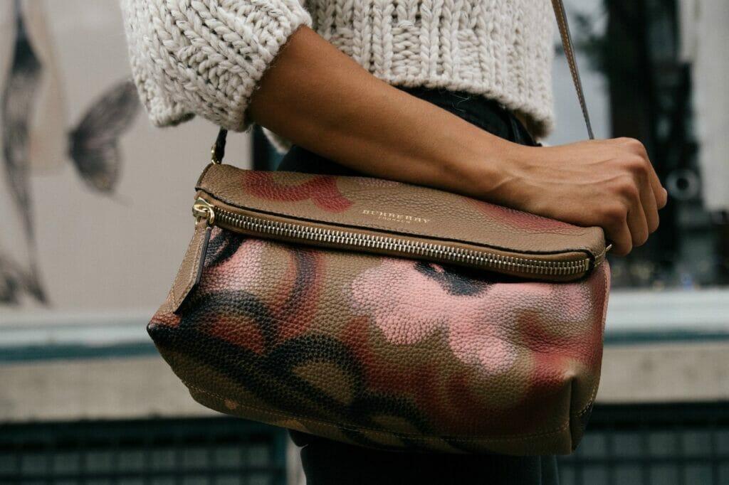 女性ミニマリストにおすすめしたいバッグはコレ!