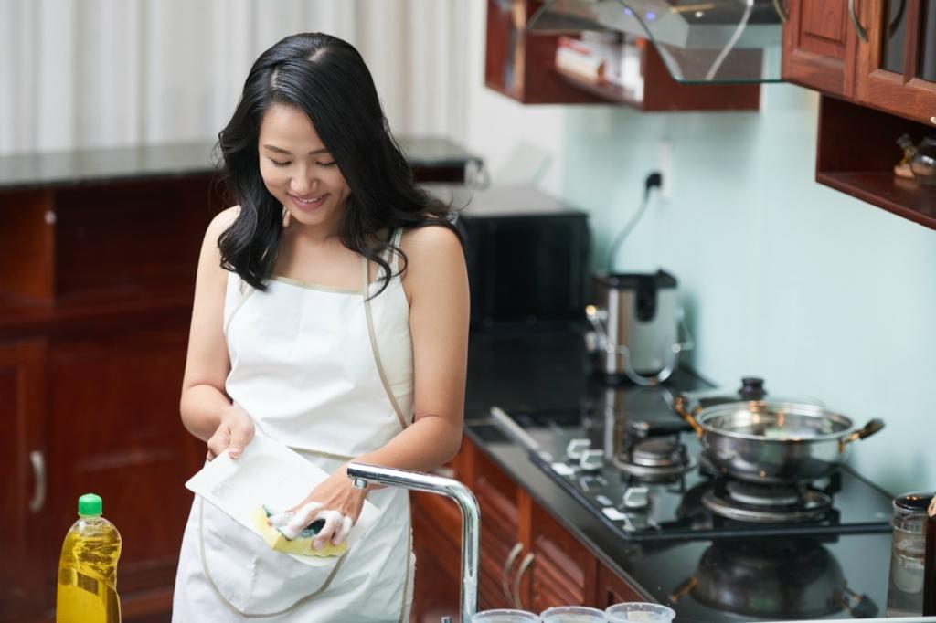 どうしても節約できない主婦は食費よりも保険を見直す